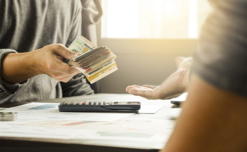 Advantages & Disadvantages of Borrowing Money from the Bank